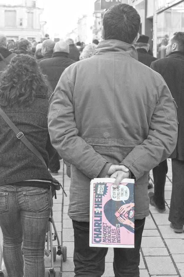 Les gens marchent dans une marche de citoyen à Angoulême, France sur la 11ème de janvier 2015 après le massacre chez Charlie Hebd photos stock