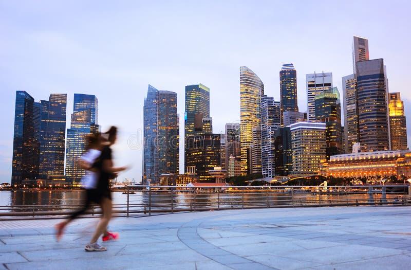 Les gens pulsant à Singapour photos libres de droits