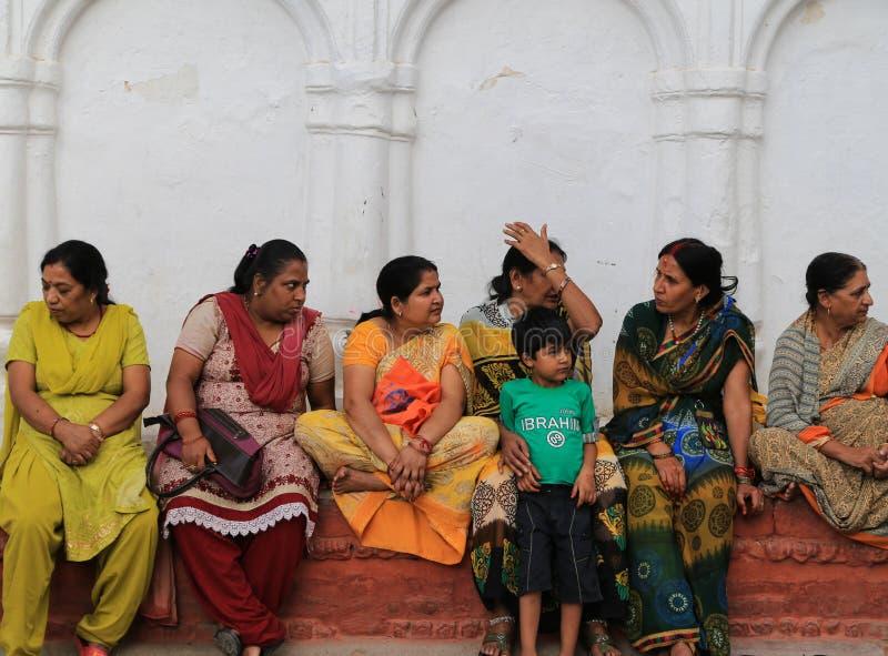Download Les Gens S'asseyant Sur L'étape Dans La Place Durbar De Katmandou Au Népal Photo éditorial - Image du architecture, causerie: 45364241