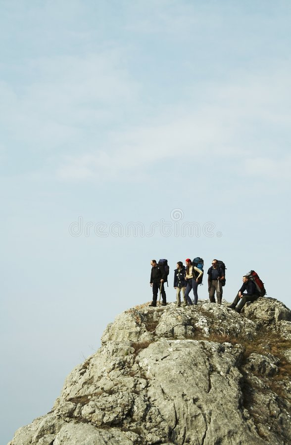 Les gens sur la falaise photo stock