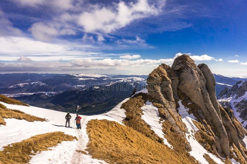 Les gens sur la montagne photographie stock libre de droits