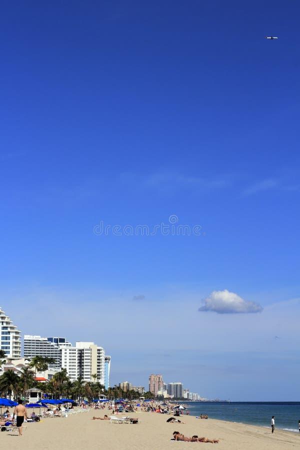 Les gens sur la plage de pi Lauderdale photo stock
