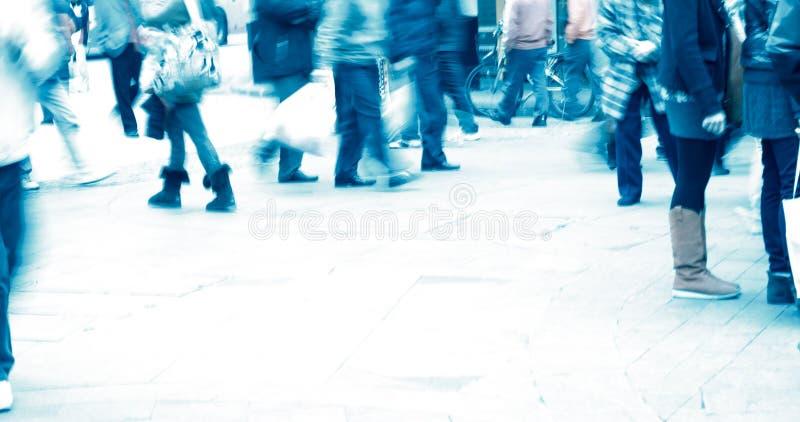 Les gens sur la rue photographie stock libre de droits