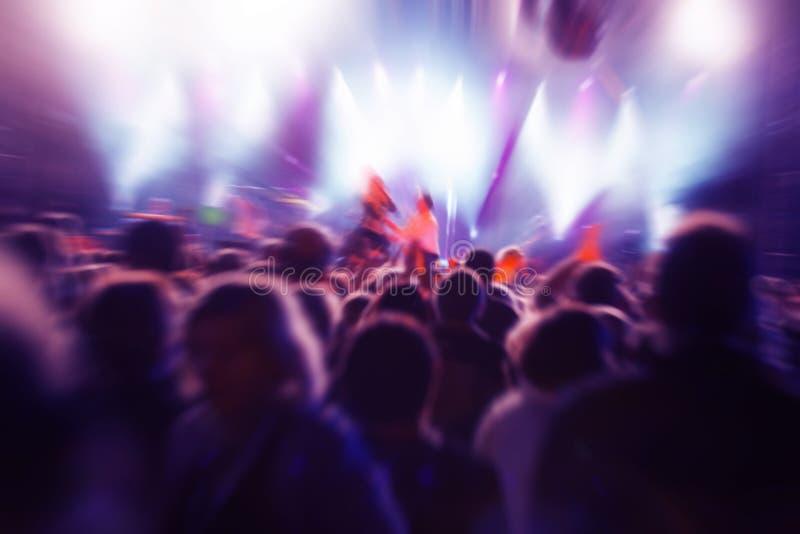 Les gens sur le concert de musique image libre de droits