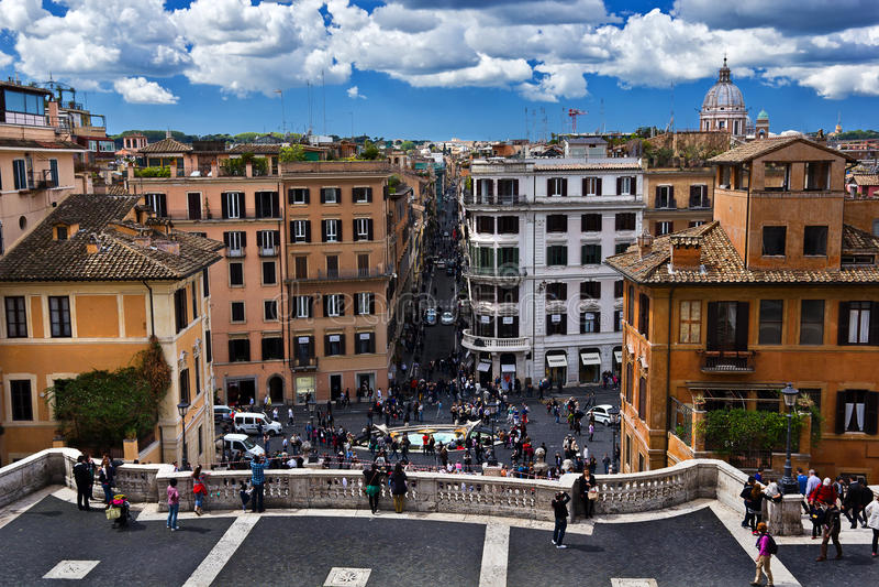 Les gens sur Piazza di Spagna photographie stock libre de droits