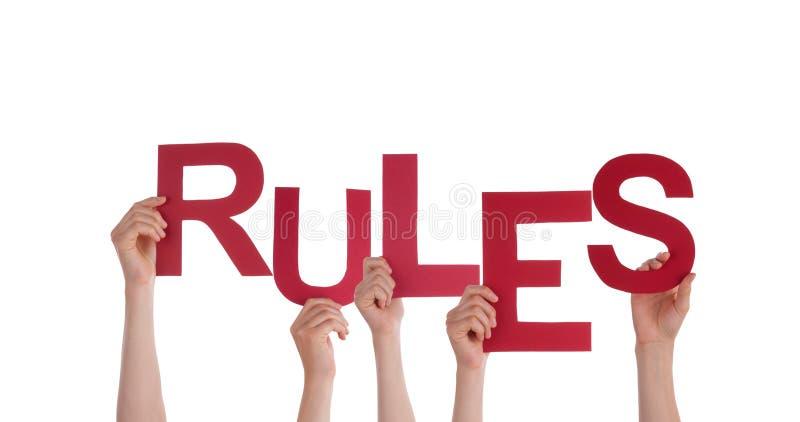 Les gens tenant des règles photos libres de droits
