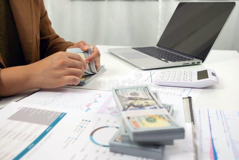 Les gens travaillant dans les finances, comptabilit?, conseil en affaires, conseil de enseignement, comptes courants images stock