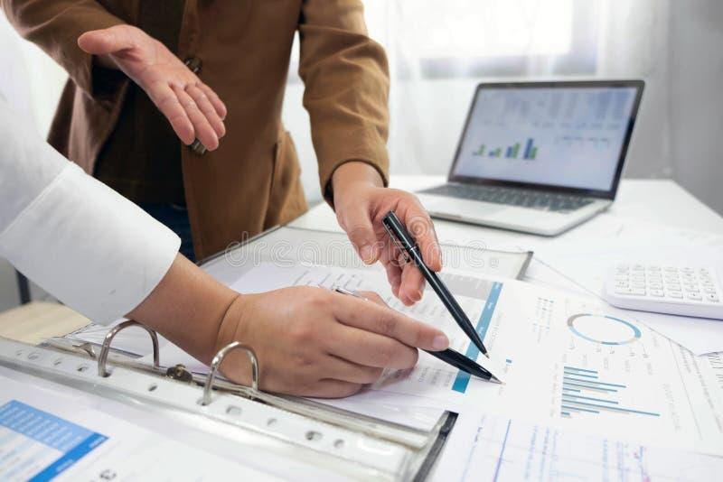 Les gens travaillant dans les finances, comptabilit?, conseil en affaires, conseil de enseignement, comptes courants photos stock
