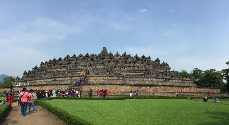 Les gens venant au Borobudur dans Jogja, Indonésie photo libre de droits