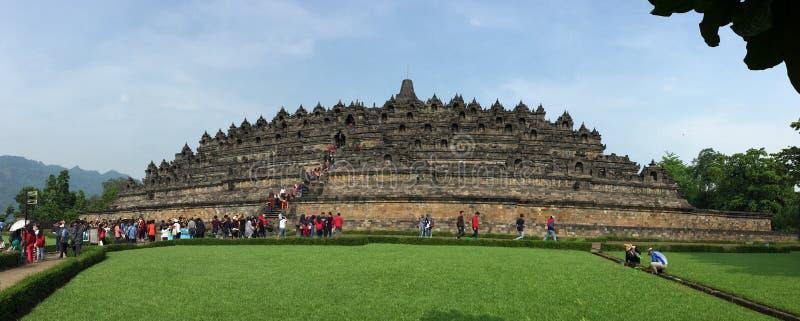 Les gens visitent le temple de Borobudur dans Jogja, Indonésie images stock
