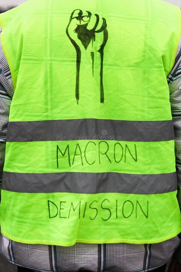 Les gilets jaunes protestent contre des prix plus élevés de carburant en France image libre de droits