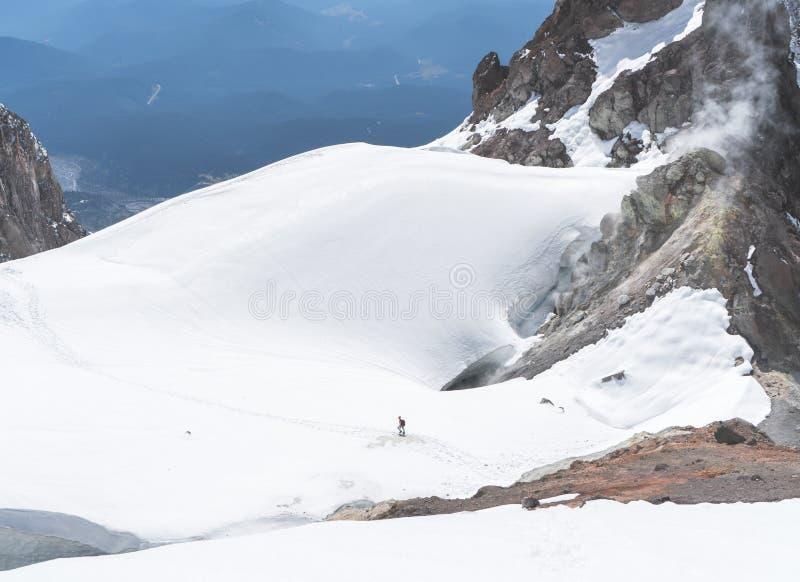 Les glaciers qui couvrent les pentes du capot de Mt en Orégon images stock
