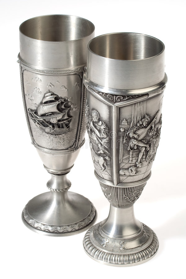 les gobelets européens metal le vin deux photo libre de droits