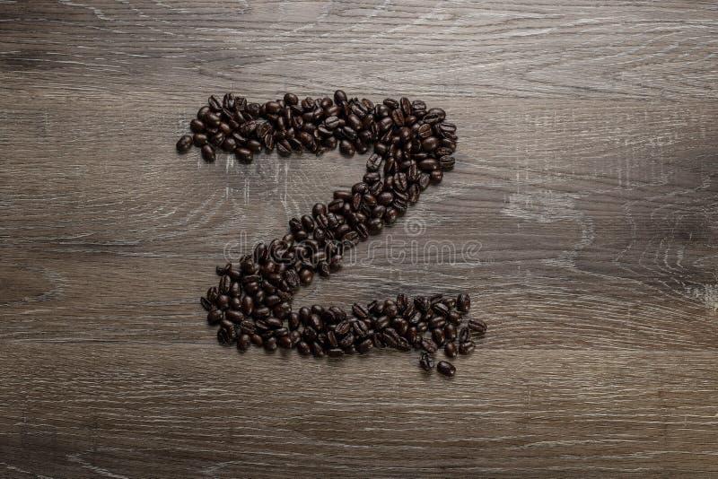 Les grains de café ont arrangé comme lettre Z images stock