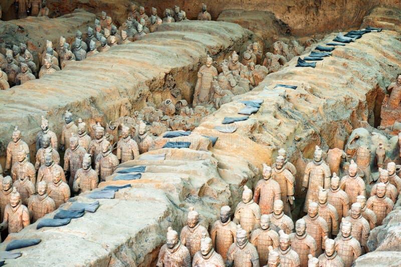 Les guerriers de terre cuite et les restes des sculptures, XI `, Chine image stock