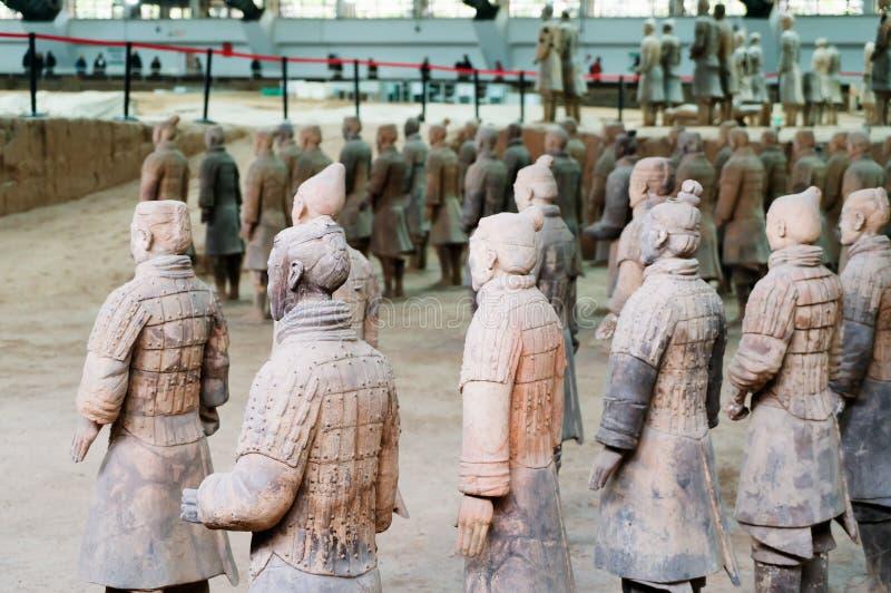 Les guerriers de terre cuite de la Chine images stock