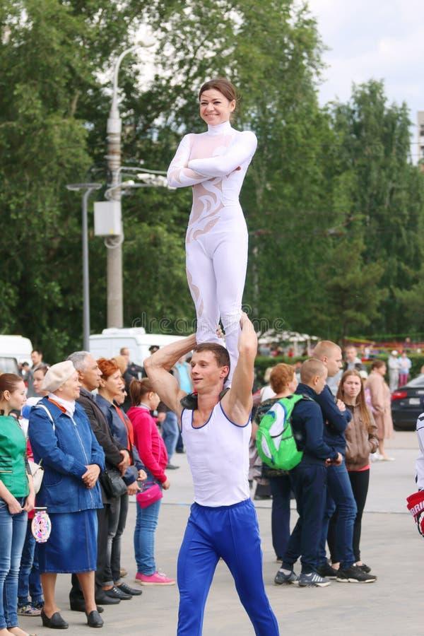 Les gymnastes s'attaquent à la rue photos libres de droits