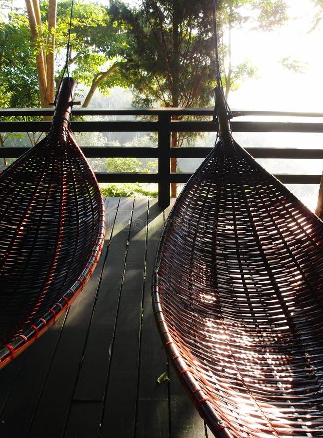 Les hamacs thaïlandais balancent traditionnel - bambou et rotin photographie stock