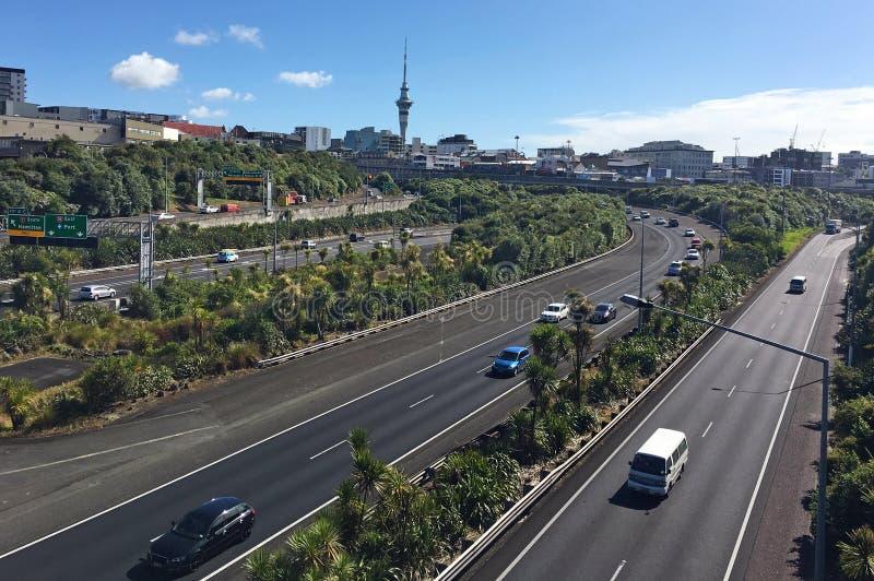 Les heures de pointe trafiquent sur la jonction centrale nouveau Ze d'autoroute d'Auckland image stock