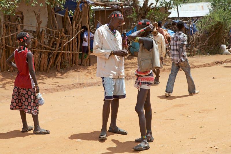 Les hommes africains parlent photographie stock libre de droits