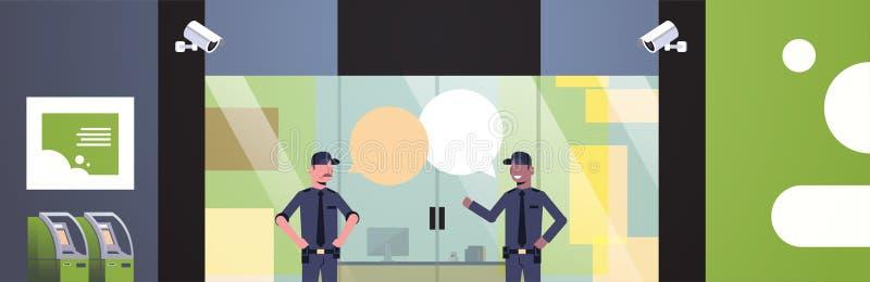 Les hommes de garde de sécurité causent la communication de bulle aux affaires de porte d'entrée construisant la vidéo surveillan illustration de vecteur