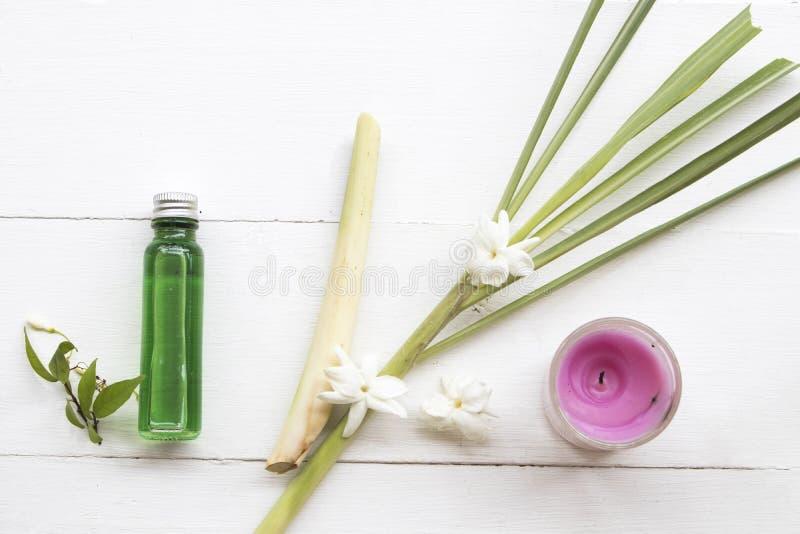 Les huiles de fines herbes naturelles extraient des odeurs de sch?nanthe de v?g?tation flaire l'arome image stock