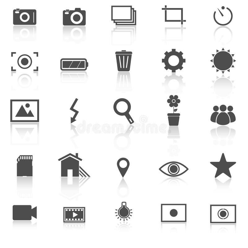 Les icônes de photographie avec réfléchissent sur le fond blanc illustration libre de droits