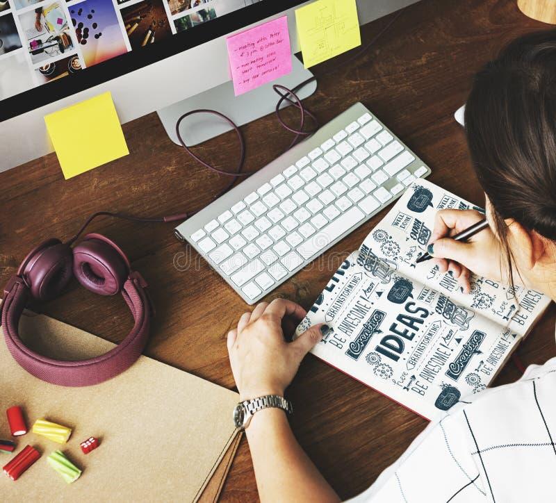 Les idées inspirent le concept de motivation de pensée créative image libre de droits