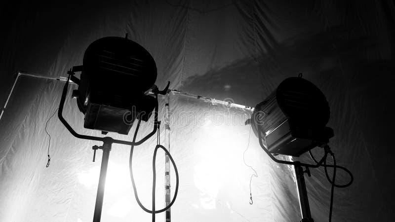 Les images noires et blanches du grand studio continuent la lumière de LED image stock