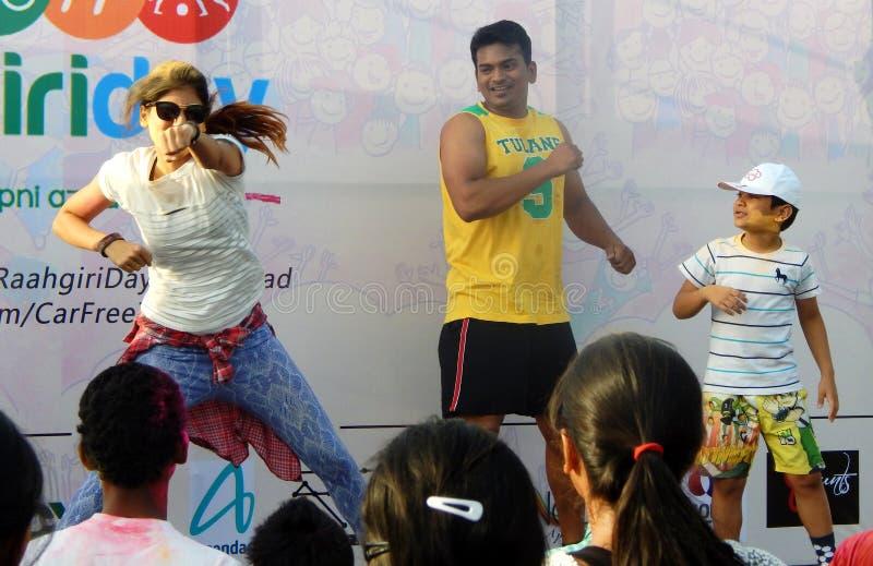 Les Indiens font la danse de jumba pendant l'événement de jour de raahgiri photographie stock libre de droits