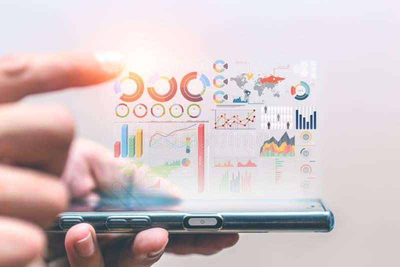 Les informations sur les données d'affaires mettent en évidence du smartphone photos libres de droits