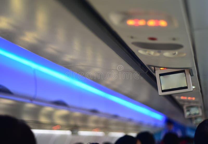 Les intérieurs d'avion et les têtes de passagers ont isolé la photographie courante images libres de droits