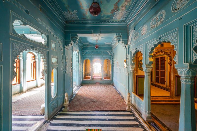 Les intérieurs magnifiquement conçus et décorés du palais de ville d'Udaipur, photos libres de droits
