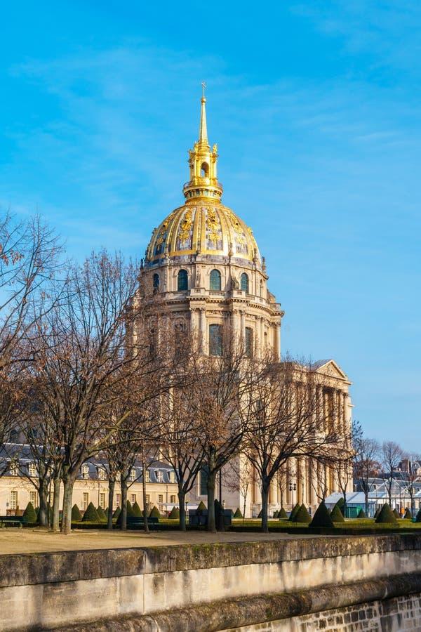 Les Invalides jest kompleksem muzea i zabytki w Paryż, militarna historia Francja Szczególnie grobowiec Napoleon zdjęcie stock