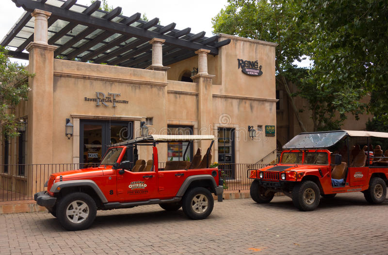 Les jeeps utilisées pour le canyon voyage dans le désert image libre de droits