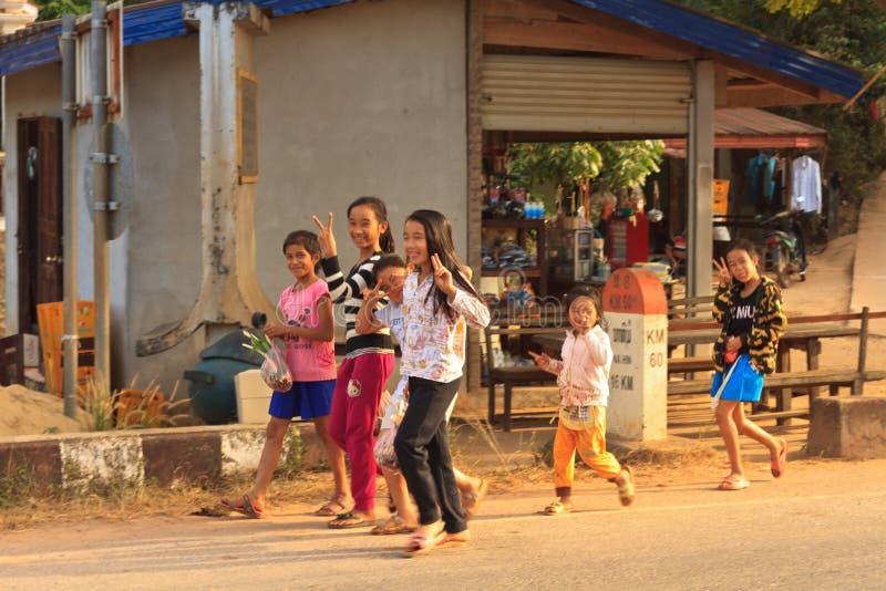 Les jeunes amicaux heureux au Laos photo stock