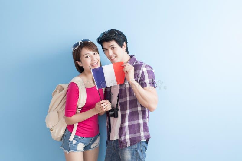 Les jeunes couples vont voyager photo libre de droits