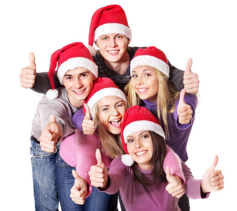 Les jeunes de groupe dans le chapeau de Santa affichent des pouces vers le haut. images libres de droits