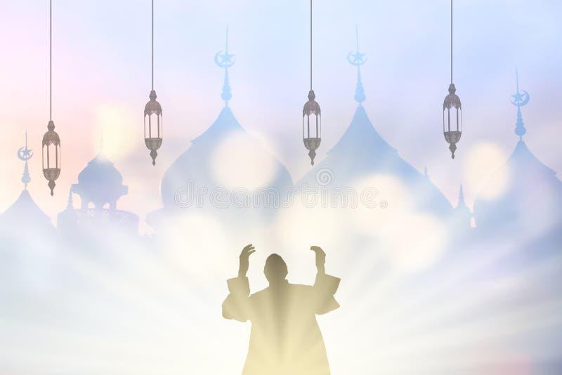 Les jeunes de musulmans prient pour la paix de koran de lecture de Dieu dans l'ea moyen photo libre de droits