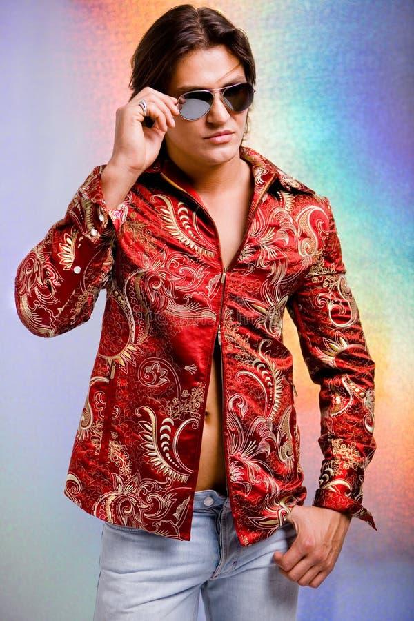 Les jeunes hommes ont rectifié dans des vêtements modernes photographie stock libre de droits