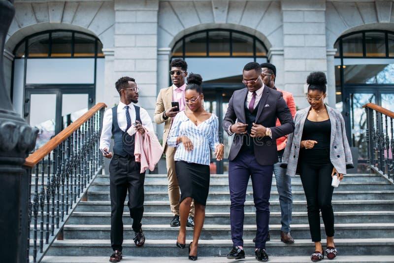 Les jeunes laissent le système économique abandonnez la carrière photo libre de droits