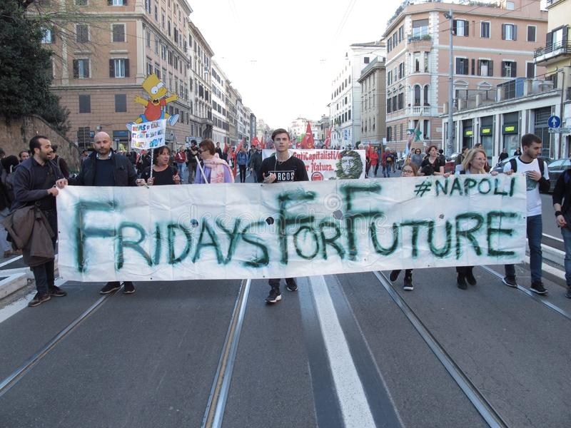 Les jeunes sur les rues de Rome image stock
