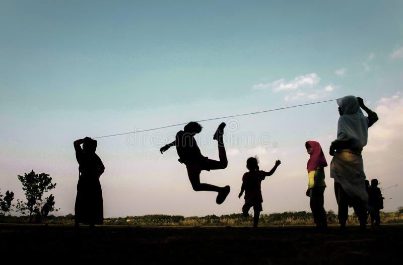 Les jeux Indonésie des enfants traditionnels photographie stock libre de droits