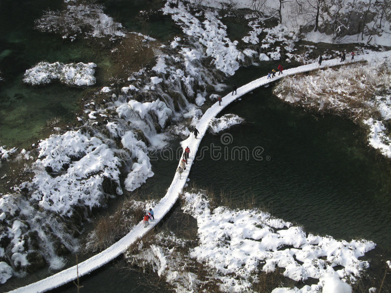 les lacs de la Croatie aménagent l'hiver en parc de plitvice image stock
