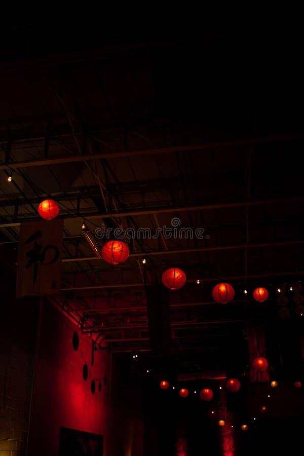 Les lampions rouges ont recueilli ensemble images stock