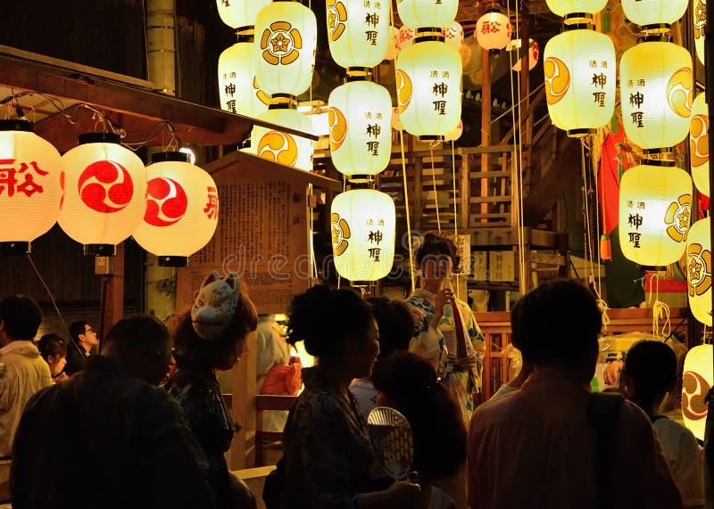Les lanternes du festival de Gion défilent en été, Kyoto Japon photographie stock