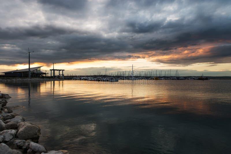 Les lumières de port à la marina de Portland images stock