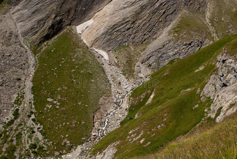 les 3798 mètres du Grossglockner DANS LES ALPES autrichiennes par beau jour de ciel bleu au printemps image libre de droits