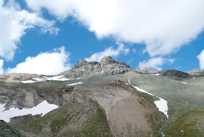 les 3798 mètres du Grossglockner DANS LES ALPES autrichiennes par beau jour de ciel bleu au printemps photo libre de droits