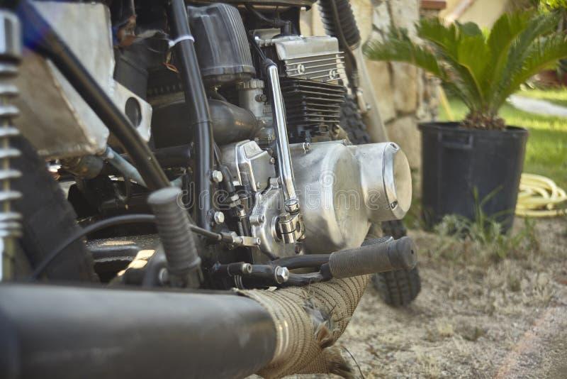 Les mécanismes de la moto de vintage tout nettoyée image libre de droits
